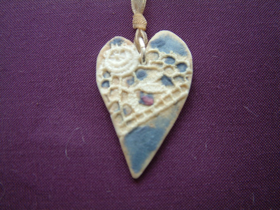 Heart pendant blue emprint